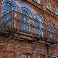 Балкон с видом на травматологию. :: Анатолий. Chesnavik.