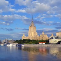 Облака над Москвой :: Наталья Левина