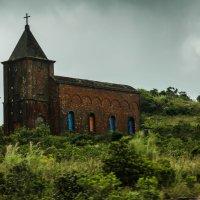 старая церковь :: Светлана Гусельникова