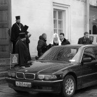 Святейший. После Божественной Литургии в Успенском Соборе Кремля :: Михаил Зобов