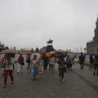 Дождь туристам не помеха-Дрезден :: Галина Оболдина