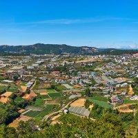 Вьетнам. Панорама окрестностей станции канатной дороги в монастырь Чук Лак :: Минихан Сафин