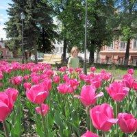 Тюльпаны и дочка :: Ольга Алеева