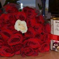Букет роз и конфеты :: Сергей Тагиров