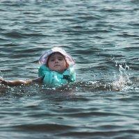 Кира учится плавать :: Инесса Тетерина