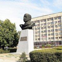 Памятник Юрию Гагарину в Нлвочеркасске :: Владимир Болдырев