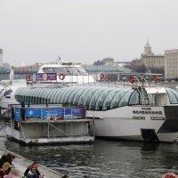 От пристани отчалит теплоход :: Дмитрий Никитин