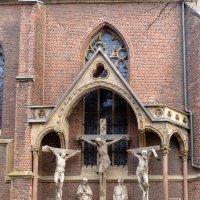 Распятия на стенке Церкви :: Witalij Loewin