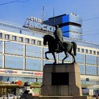 Памятник Александру Невскому у Лавры :: Сергей