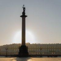 на Дворцовой площади рано утром :: Ирина Глобина