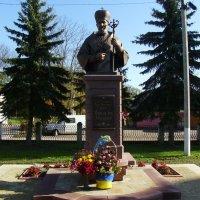 Памятник  Мирославу - Ивану  Любачивскому  в  Долине :: Андрей  Васильевич Коляскин