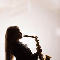 Девочка с саксофоном :: Олеся Габова