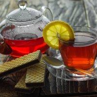 про чай с вкусняшками... :: Евгений Осипов