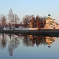 Тихвинский монастырь на закате :: Галина Приемышева