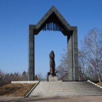"""Памятник """"Скорбящая мать"""" не вернувшимся воинам Афганской войны :: Сергей Тагиров"""