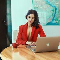 Строгий деловой портрет :: Сергей Суховей