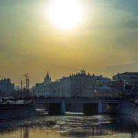 Утомлённое солнце над Москвой :: Игорь Герман
