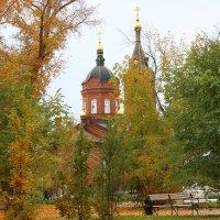 И парк, и пруд так живописны. И столь же живописны церкви! :: галина