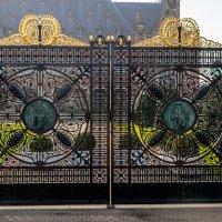 Ворота, вход во двор замка :: Witalij Loewin