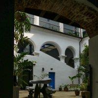 В бывшем дворце графа Ломбильо (1746). Гавана. Сейчас это музей. :: Юрий Поляков