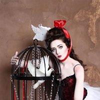 Птица в клетке :: Sandra Snow