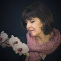 Дама с орхидеями :: Олег Дорошенко