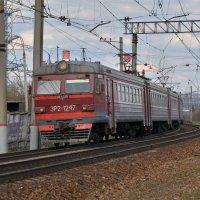 Электропоезд ЭР2-1247 :: Денис Змеев
