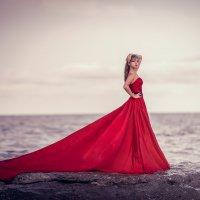 ...Женщина в платье огня :: Евгений Ланин