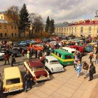 Ретро-автомобили перед автопробегом :: Вера Моисеева