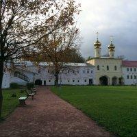 Тихвин. Внутренность монастыря :: Наталья