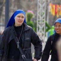 Монашки на Тверском бульваре :: Михаил Рогожин
