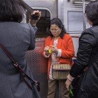 В Сеульском метро :: Irina Zubkova