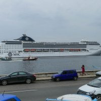 Туристы из Европы на верхней палубе круизного лайнера (Гавана, Куба) :: Юрий Поляков