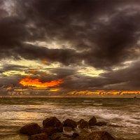 Тревожный закат :: Виктор Мороз