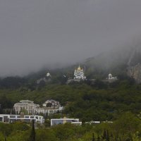 С высоких гор спускается туман... :: M Marikfoto