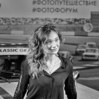 Москва. Фотофорум-2016. Посетительница :: Олег Неугодников