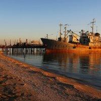 И дремлет в заливе корабль... :: Нилла Шарафан