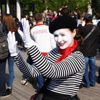 Клоун-мим вам дарит свою улыбку ! :: Николай Дони