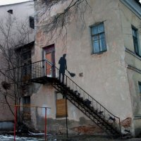 Старый дворик :: Галина Бобкина