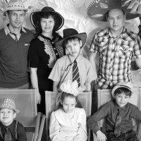 Большая дружная семья.Четыре сыночка и лапочка дочка!!! :: Сергей Капицин