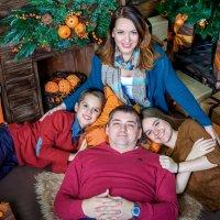 семья у елки :: Снежана Горькая