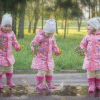 Детство заканчивается тогда, когда начинаешь обходить лужи :: Наталья Кравченко