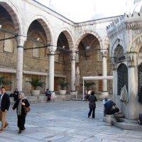 Внутренний дворик Новой Мечети :: Lukum