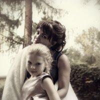 Мама и дочь... :: Светлана Мизик