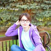 Девушка в парке (4) :: Полина Потапова