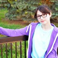 Девушка в парке (1) :: Полина Потапова