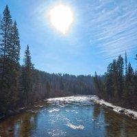 Солнце над таёжной рекой :: Анатолий Иргл