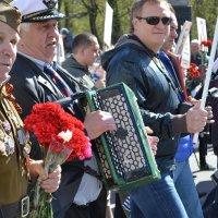 4 поколения в колонне Бессмертного полка :: Елена Байдакова