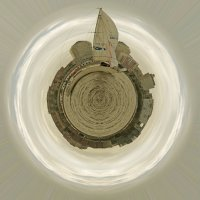 Яхта растяяянулась вдоль набережной Днепра :: Lukum