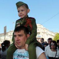 Внук и правнук своего ДЕДА :: Лариса Коломиец